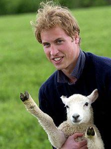 príncipe de inglaterra con oveja haciendo el saludo nazi